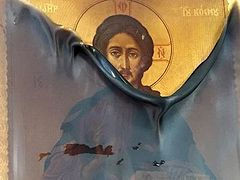 An icon of the Savior miraculously remains intact in the fire in an USA Orthodox church