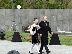В.Путин: Вновь поднимает голову неофашизм, к власти рвутся радикальные националисты