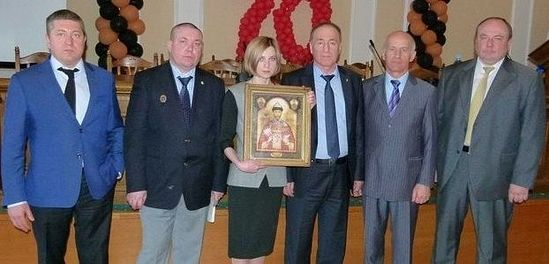 With the delegation of the Orthodox Army Mission and the myrrh-streaming icon of Tsar Nicholas II – a photo from Natalia Poklonskaya's Facebook page