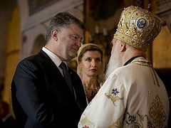 "The Ukraine needs its ""own"" Church, Petro Poroshenko says"