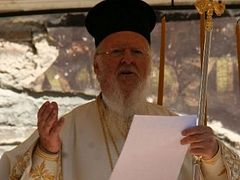 Orthodox patriarch presides over Divine Liturgy in ruins
