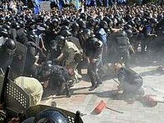 Протестующие разрушили временную часовню у Верховной Рады