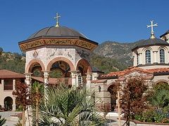 Fire threatens Life-Giving Spring convent and St. Nicholas retreat center in Dunlap, California