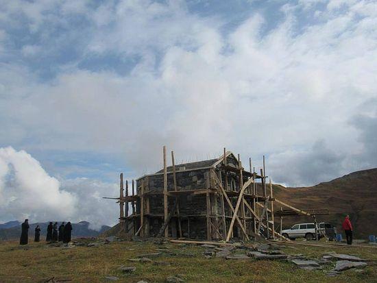 В Грузии у ледников Сванетии строится мужской монастырь