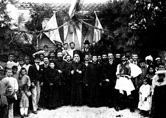 Святитель Нектарий Эгинский с верующими. После литургии. Эвбея, 1893 г.