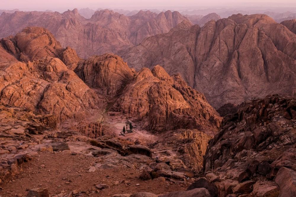 Скит пророка Илии. По преданию, в этих местах горы Хорив пророк Илия жил некоторое время
