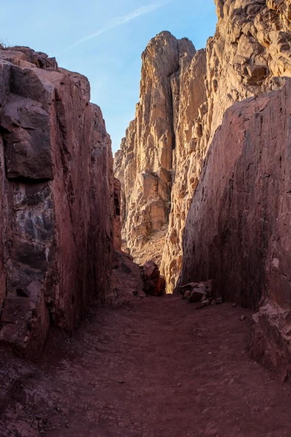 Прорубленный в скале тоннель
