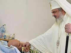 Patriarch of Romania Visits Patients of the Church's Social Services