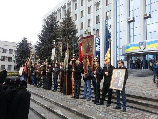 Фото: Крестный ход православных Ровенщины в защиту верующих с. Птичья
