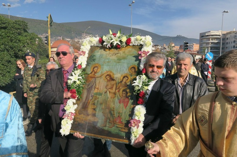 Fthiotida: a procession of the cross towards the sea with an icon of the feast.