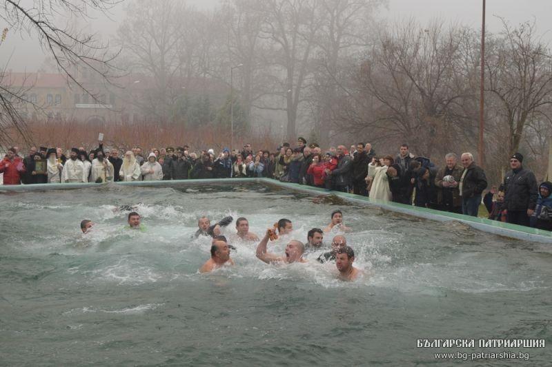 Бачковский монастырь, плавание за Крестом
