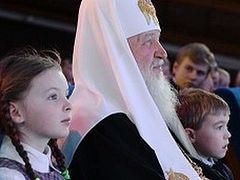 Moscow Christmas: Head of Russian Church Tells Kids Money Isn't Important