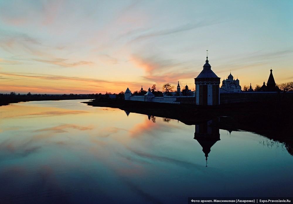 Вид на Спасо-Прилуцкий монастырь