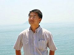 China Frees Lawyer Who Defended 100 Church Crosses