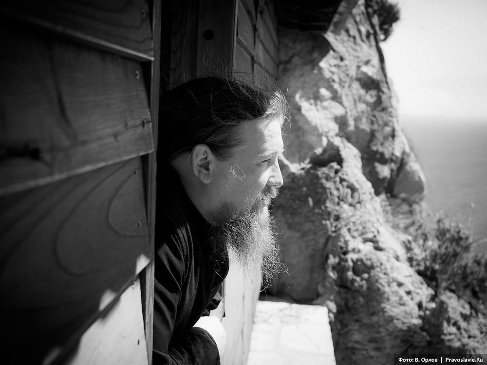 Вид из пещеры прп. Афанасия Афонского