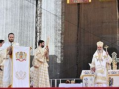 First religious ceremony at People's Salvation Cathedral in Bucharest