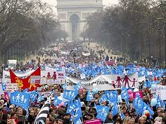 Tens of Thousands March in Paris Against Gay Marriage