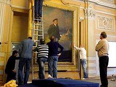 Image of Tsar Nicholas II found beneath portrait of Vladimir Lenin