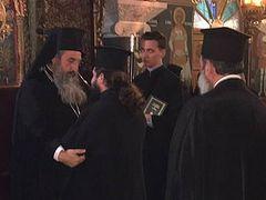 Crete priest begins commemorating bishop again