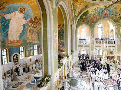 В храме Новомучеников есть важный элемент преемственности