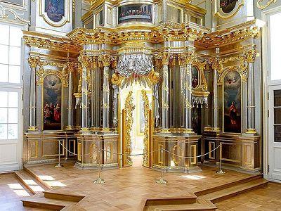 Завершена реставрация придворной церкви Большого Меншиковского дворца
