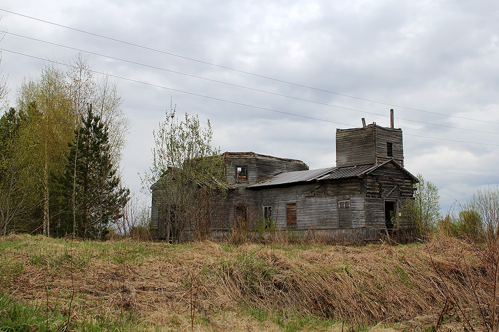 Храм Лазаря Четверодневного в деревне Медлеша Архангельской области