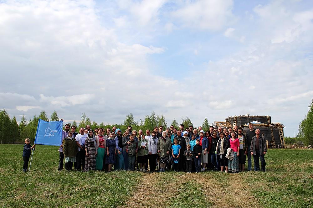 Участники экспедиции и местные жители