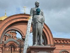 Monument to Tsar Nicholas II, Tsarevich Alexey in Novosibirsk attacked with axe