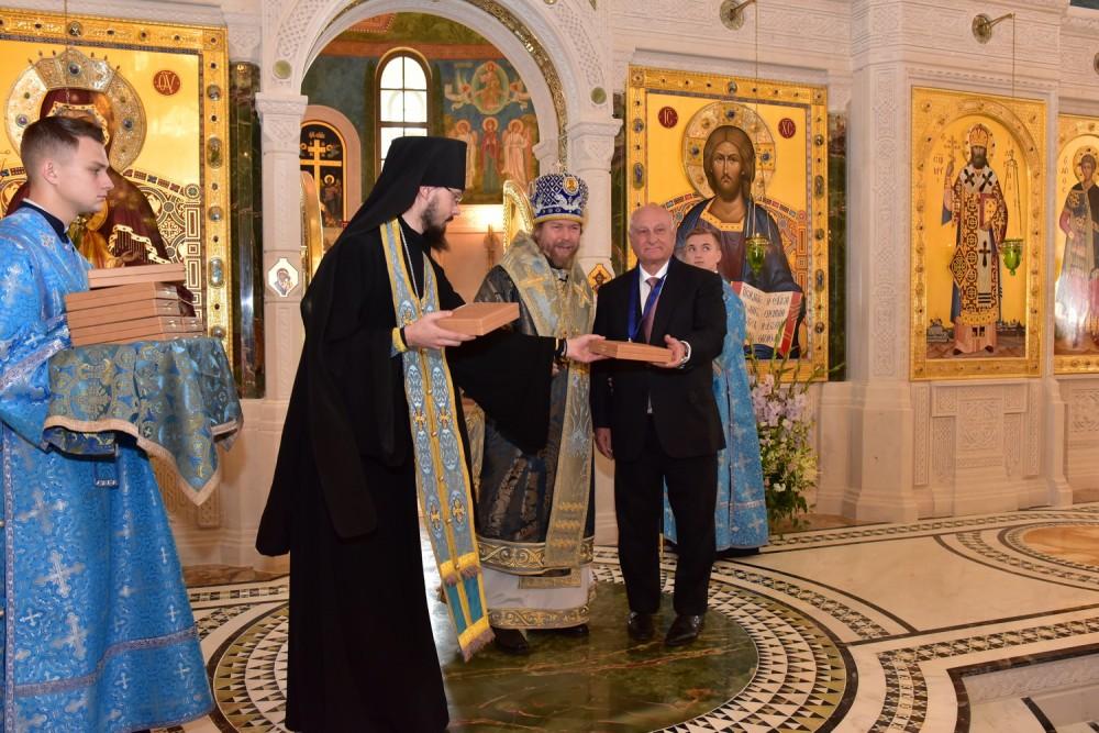 Награждение тех, кто потрудился в создании нового собора Сретенского монастыря