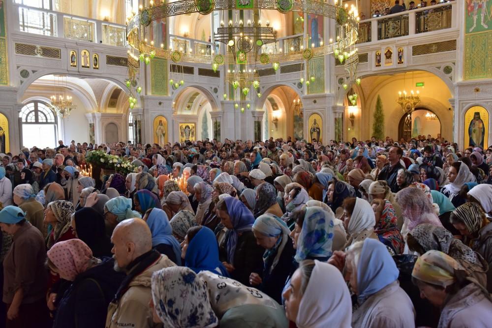 Прихожане Сретенского монастыря