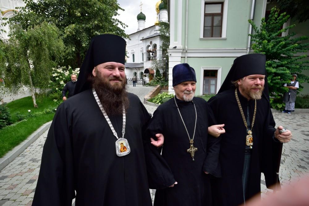 Епископ Бронницкий Парамон, епископ Егорьевский Тихон и протоиерей Евгений Пелешев