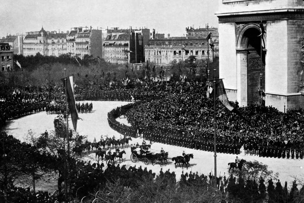 Панорама триумфального въезда императорской четы в Париж, 1896 г.