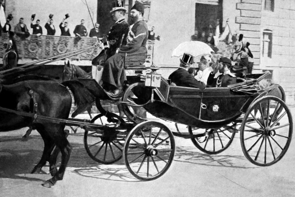 Император Николай II с супругой и президент Франции Фор на улицах Парижа, 1896 г.