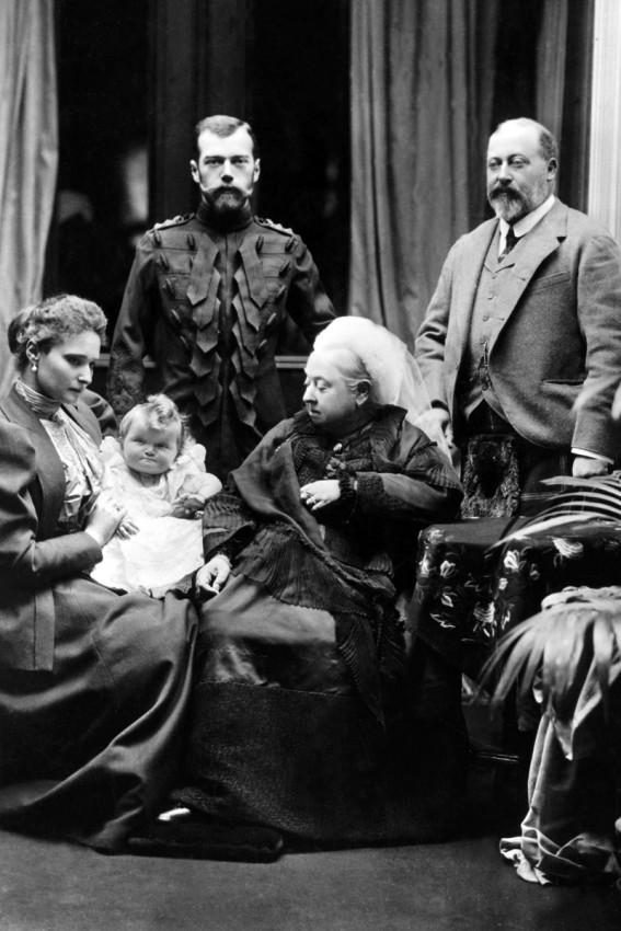 Император Николай II, императрица Александра, Великая княжна Ольга, королева Великобритании Виктория и принц Уэльский Эдуард, 1896 г.