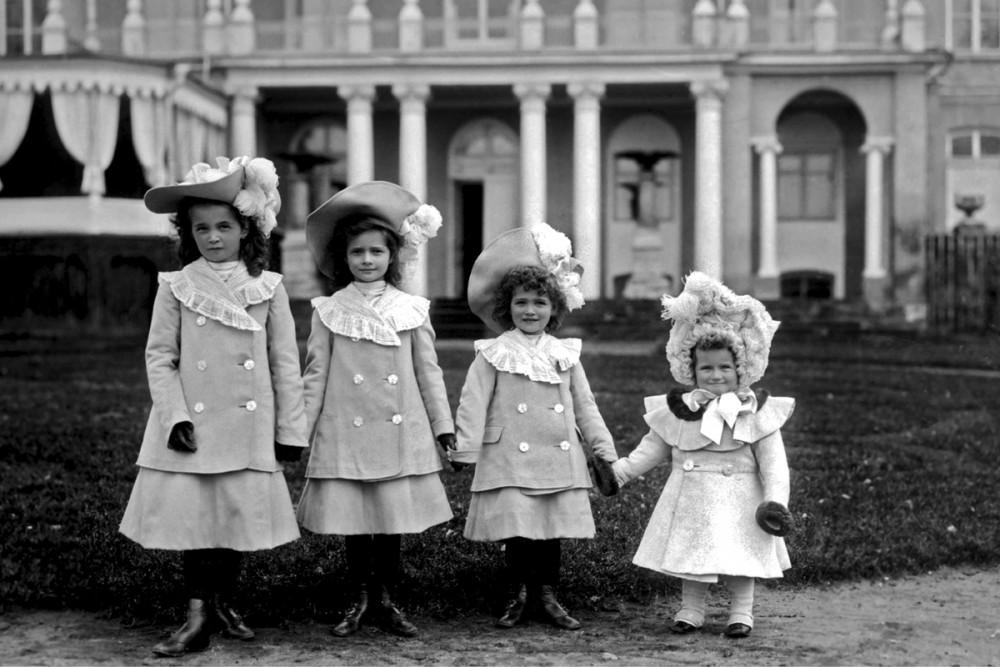 Великие Княжны Ольга, Татьяна, Мария и Анастасия Романовы, Дармштадт. Гессен,1903 г.