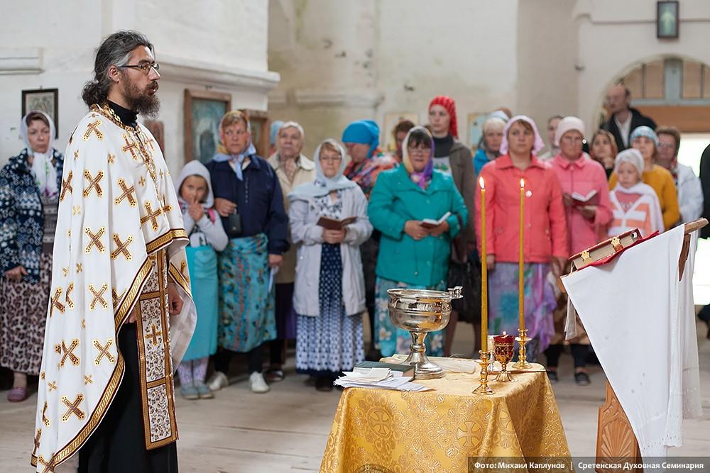 Остров Кий. Молебен в Крестовоздвиженском соборе Крестного монастыря