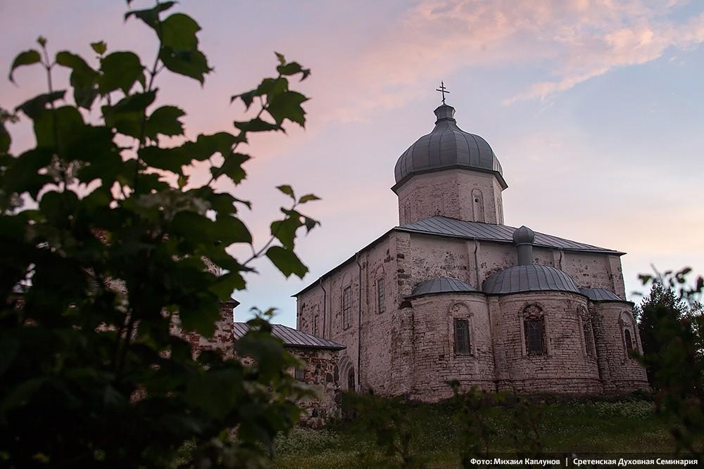 Остров Кий. Крестный монастырь