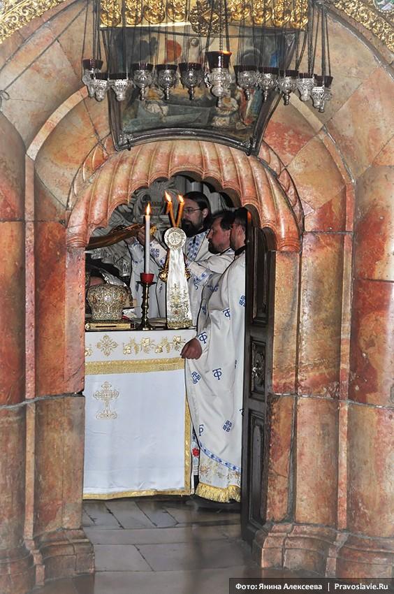 Храм Гроба Господня. Православная Божественная литургия в Кувуклии