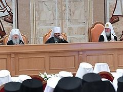 Russian Church officially recognizes independent status of Ukrainian Church