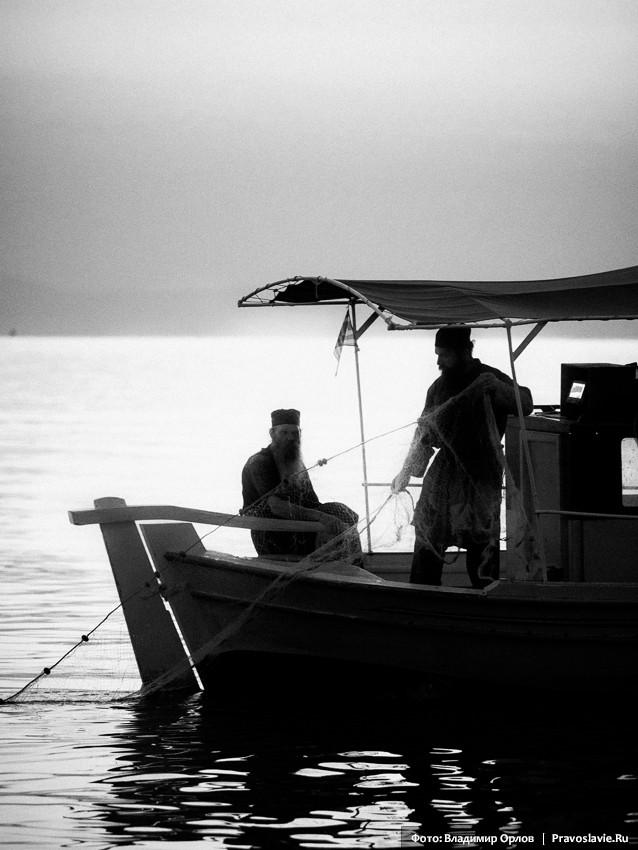 Афонские рыбаки...как некогда братья Андрей и Симон, ловившие рыбу в Галилейском озере