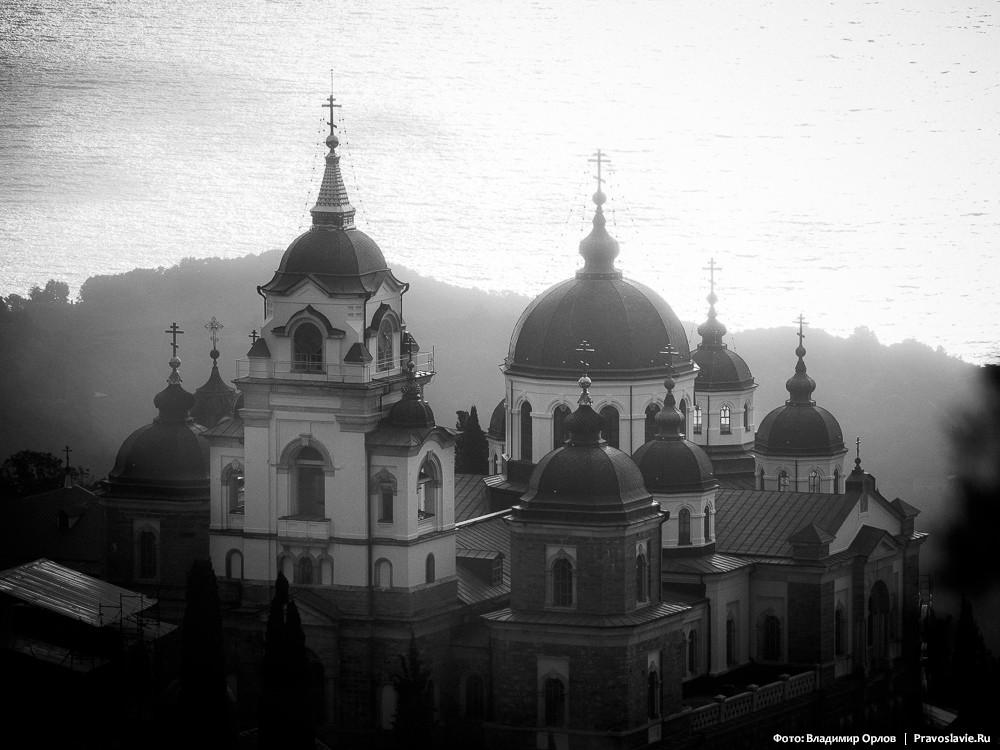 Утренний вид на величественный Андреевский собор