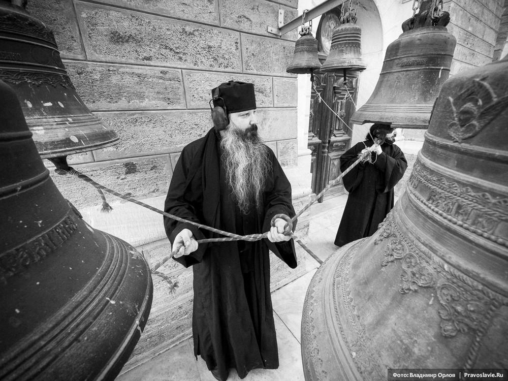 Звонница у входа в Андреевский собор