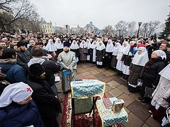 Thousands come out to defend Tithes Monastery from Ukrainian radicals (+ VIDEO)