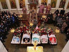 В Кизляре простились с невинно убиенными прихожанками Георгиевского собора