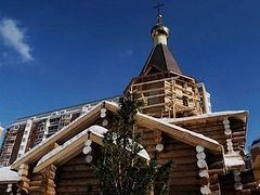 Iconostasis for unique Moscow church being carved out of 300-year-old oak tree
