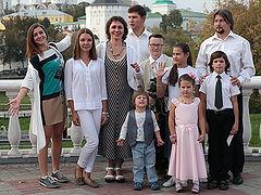 Малая Церковь многодетной священнической семьи Провада