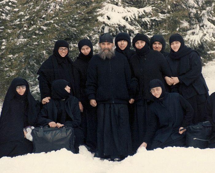 Старац Јефрем са сестрама у Северној Америци