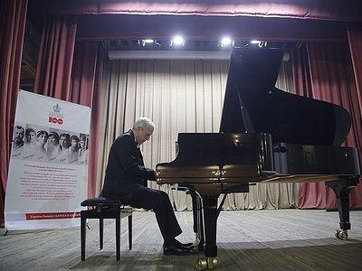 Выдающийся болгарский пианист Атанас Куртев посвятил свой концерт памяти Царской семьи