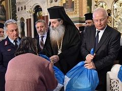 """More than 7,000 """"parcels of love"""" gifted by Greek Diocese of Piraeus"""