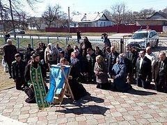 Украина: верующие круглосуточно дежурят возле опечатанного храма села Птичья